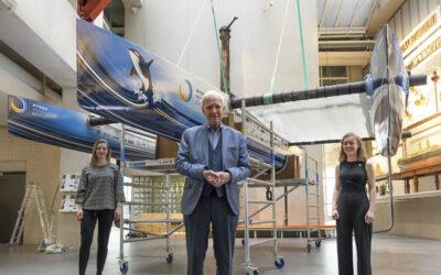 TU Delft Solar Boat Team onthult eerste vliegende waterstofboot ter wereld met Jan Terlouw